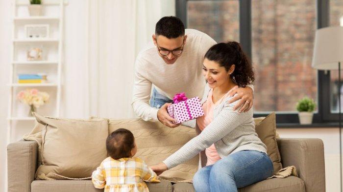 Selain Seks, Ini Cara Membangun Keintiman dengan Pasangan setelah Anak Lahir