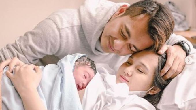 Istri Eza Gionino Lahirkan Anak Kedua di Tanggal Cantik, Intip Potret dan Nama Buah Hatinya