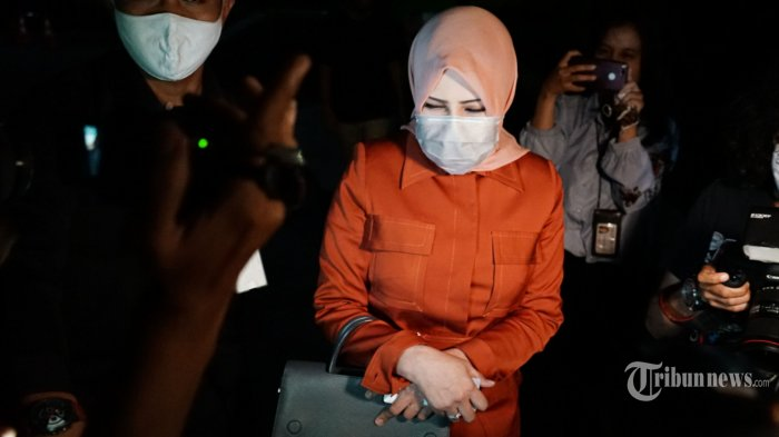 KPK Telusuri NopolPelat Mobil Istri Nurhadi Lewat Pegawai Kemenpan RB