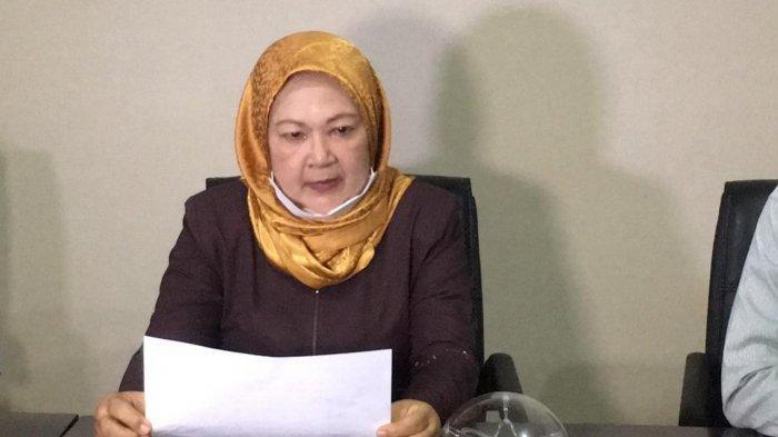 Rosmawaty Ginting, perempuan yang mengaku sebagai istri pertama pengacara Hotma Sitompul, gelar jumpa pers di Jakarta, Selasa (25/5/2021). (TribunJakarta/Annas Furqon Hakim)