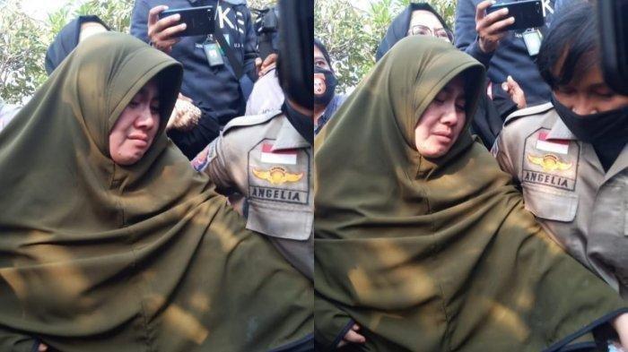 Istri pertama Didi Kempot, Saputri di TPU Jatisari yang hanya berjarak sekitar 500 meter dari rumah duka di Dusun Punthuk Pelem RT 04 RW 05, Desa Majasem, Kecamatan Kendal, Kabupaten Ngawi, Jawa Timur, Selasa (5/5/2020).