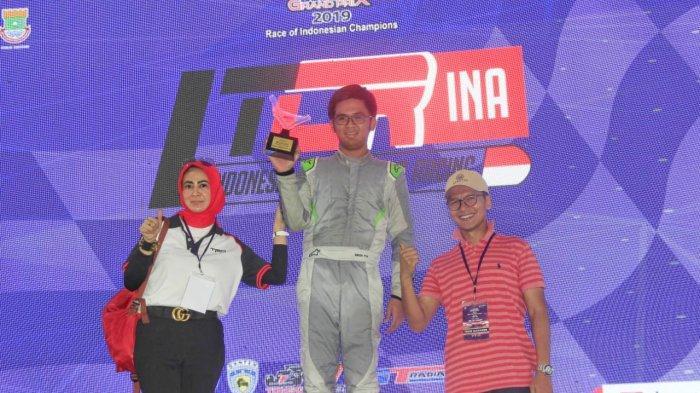 Mirza Putra Utama meraih podium pertama pada Kejurnas Indonesia Touring Car Racing (ITCR) Max kelas Promotion.