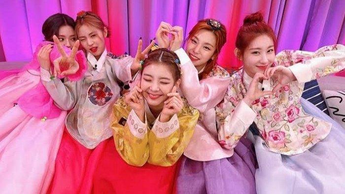Jumlah Pre-Order Mini Album 'GUESS WHO' Grup K-pop ITZY Cetak Rekor