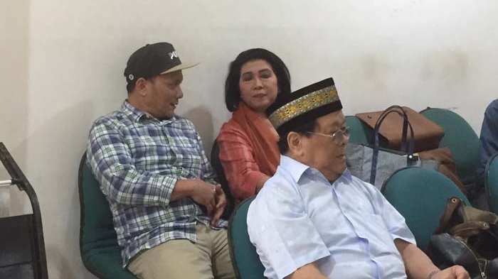 Datangi Sidang Gono Gini, Iwa K Bawa Sang Ayah ke Pengadilan