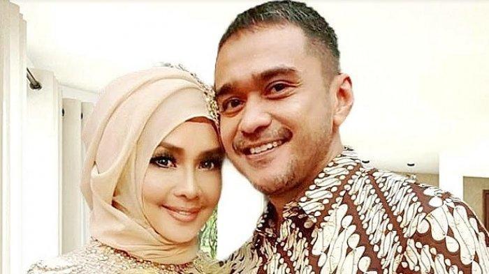 Iyeth Bustami dan suaminya, Eka Sapta.