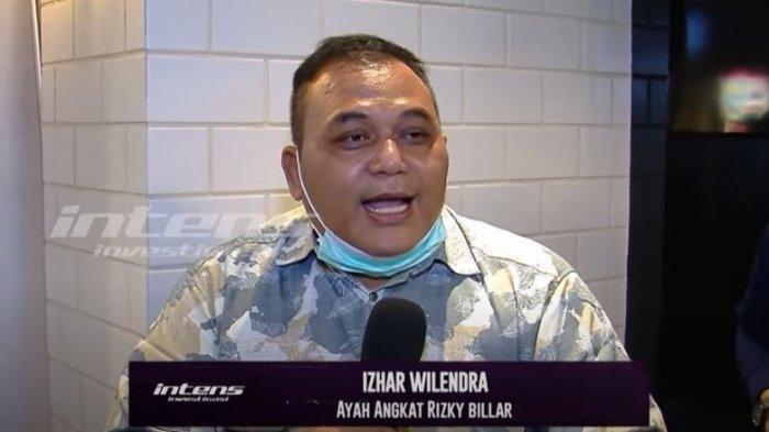 Izhar Wilendra, ayah angkat Rizky Billar saat ditemui oleh awak media