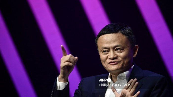 Jack Ma, CEO raksasa e-commerce China Alibaba, memberi isyarat saat dia berbicara selama kunjungannya di pameran rintisan dan inovasi Vivatech, di Paris pada 16 Mei 2019.