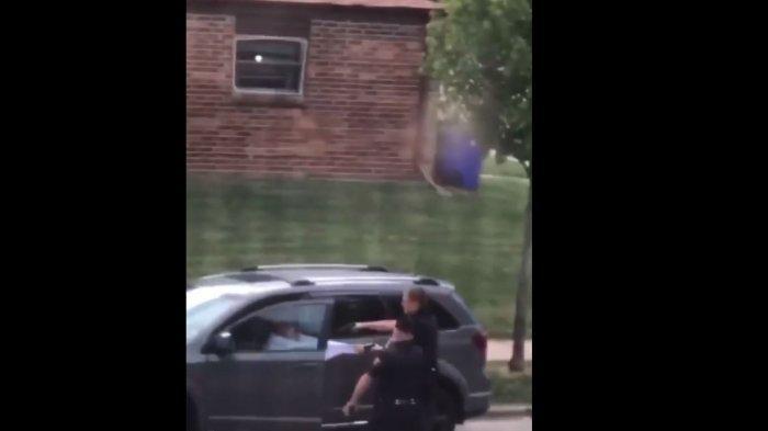 Seorang pria kulit hitam bernama Jacob Blake, ditembak oleh polisi sebanyak 7 kali dan mengakibatkan demo besar-besaran di Wisconsin, Amerika Serikat.