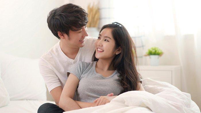 Jaga kemesraan hubungan seksual dengan suami merupakan salah satu faktor penting dalam program hamil.
