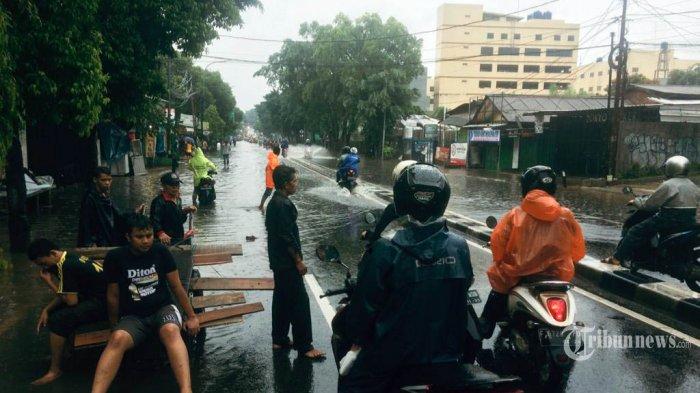 Landasan Pacu Terendam Banjir, Bandara Halim Perdanakusuma Lumpuh