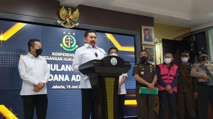 Buronan Kakap Adelin Lis Dipulangkan ke Indonesia Menggunakan Pesawat Garuda GA 837