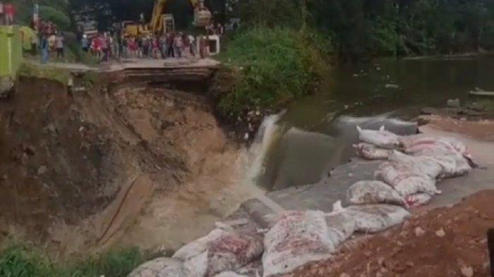 Jalan Lintas Dairi - Medan Amblas Selebar Puluhan Meter, Warung dan Penginapan Ikut Ambruk