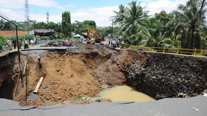 Proses Perbaikan Jalan Amblas Banjar Selesai Desember 2016