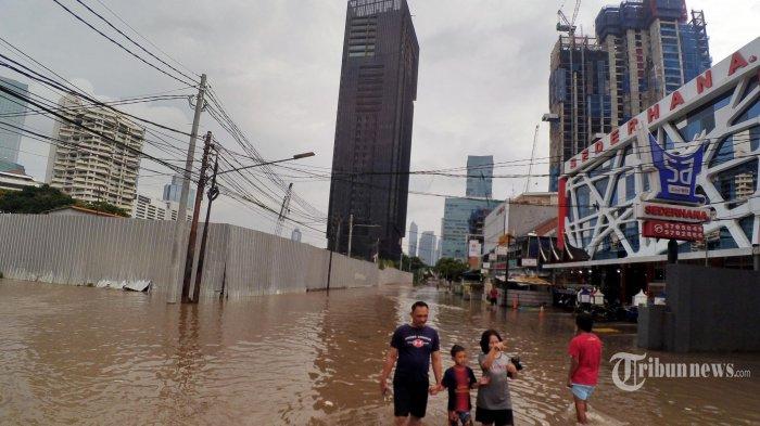 BERITA POPULER- Imbas Banjir di Jakarta: Remaja 16 Tahun Tewas Terkena Sengatan Arus Listrik