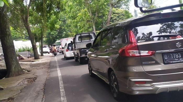 Hari Kedua Libur Panjang, Jalan Menuju Lembang Macet dari Ledeng hingga Floating Market