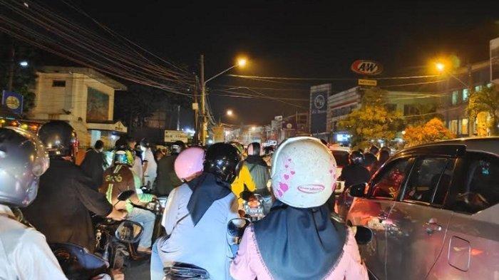 H-1 Lebaran, Masyarakat Padati Jalan Merdeka Bogor