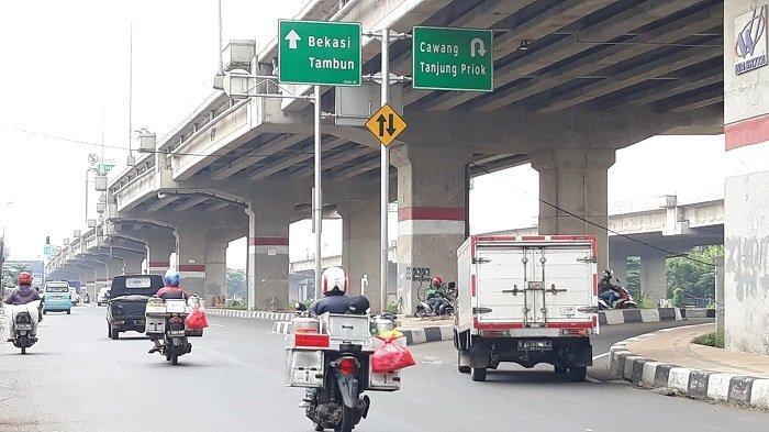 PSBB Mulai Diberlakukan, Arus Lalu Lintas Jalan Raya Kalimalang Bekasi Terlihat Lengang