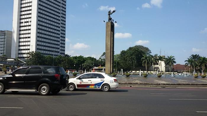 Jalan Sudirman Jakarta Masih Sepi