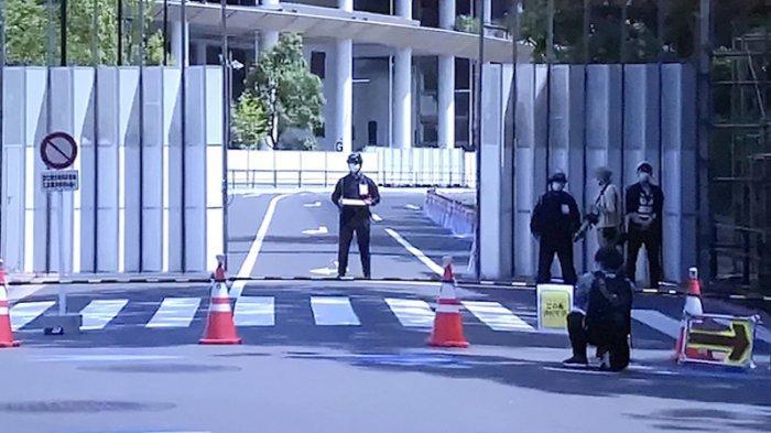 Jalanan sekitar Stadiun Olahraga Nasional Jepang di Tokyo mulai diubah ditutup demi pengamanan menjelang Olimpiade yang akan dibuka 23 Juli 2021. Perubahan smapai dengan 30 September 2021