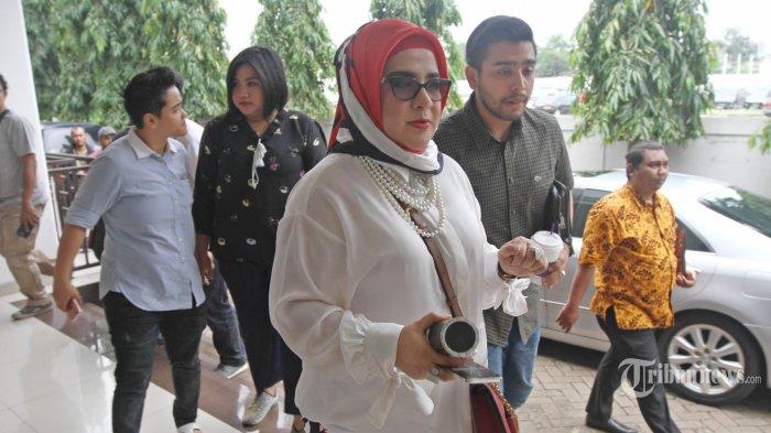 Elvy Sukaesih Absen di Rombongan Keluarga yang Datang Membesuk Dhawiya Zaida