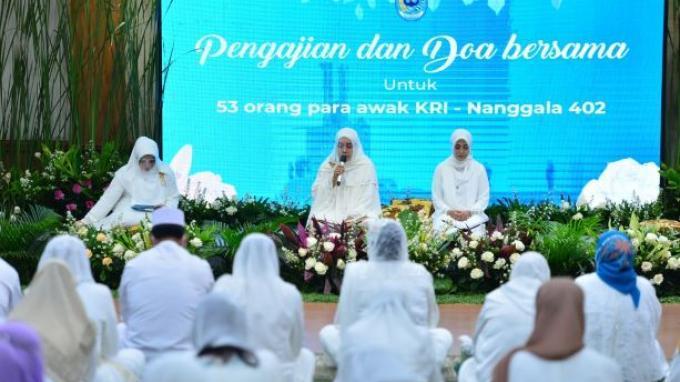 Istri Prajurit TNI Angkatan Laut Seluruh Indonesia Doa Bersama untuk Awak KRI Nanggala 402