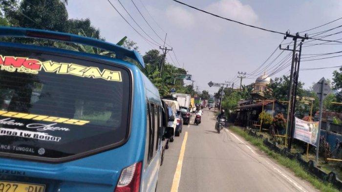 Jalur Cigudeg - Jasinga Bogor SEdang Diperbaiki, Kemacetan Tak Terhindarkan Sampai 1 Km