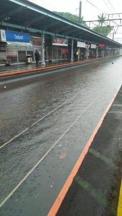 Jalur Rel Stasiun Tebet Tergenang Air, KAI Commuter Lakukan Rekayasa Operasional KRL Depok-Bogor