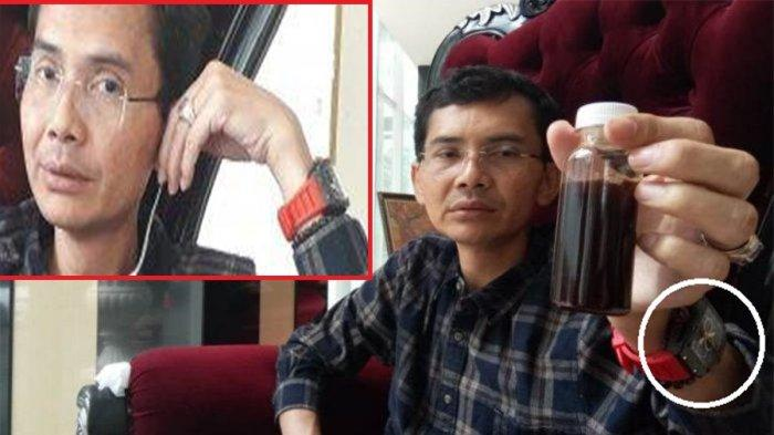 Hadi Pranoto menunjukan temuan obat herbal untuk menangkal Covid-19 dalam botol kecil ukuran 100 mililiter, di Kota Bogor, Jawa Barat, Selasa (4/8/2020)