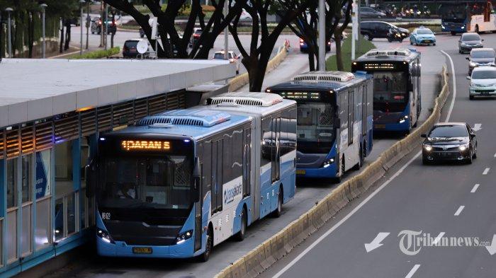 Bus Transjakarta Hanya Boleh Angkut 40 Penumpang Selama PSBB