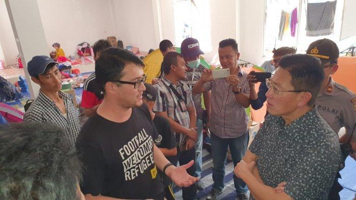 James Riady Kunjungi Para Pengungsi Migran Pencari Suaka di Kalideres