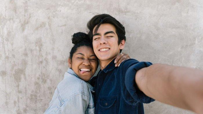 Sering jadi Pertanyaan, Perlukah Laki-Laki Mengunggah Foto Pasangan di Media Sosial?
