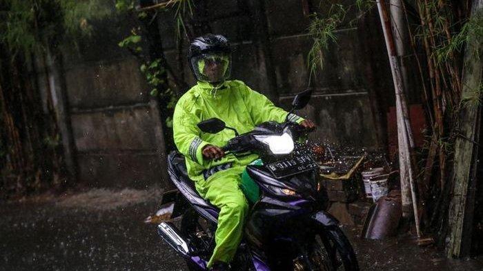 Jas hujan pemotor ternyata bisa kedaluwarsa