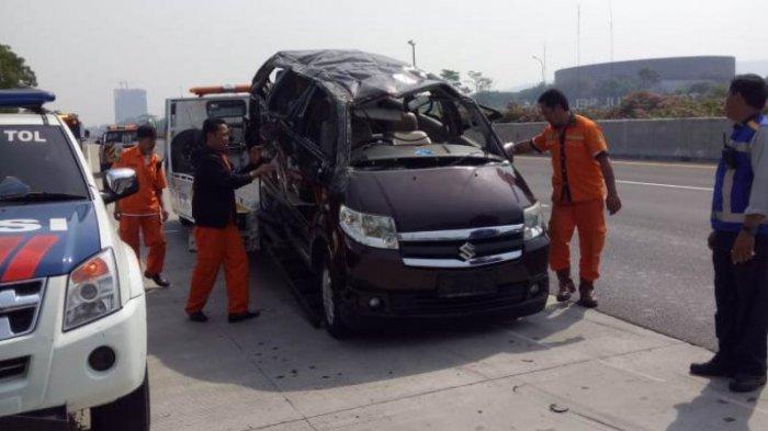 8 Foto Kecelakaan Tunggal di Tol Jagorawi, Mobil APV Rusak Parah hingga Tewaskan 3 Penumpang