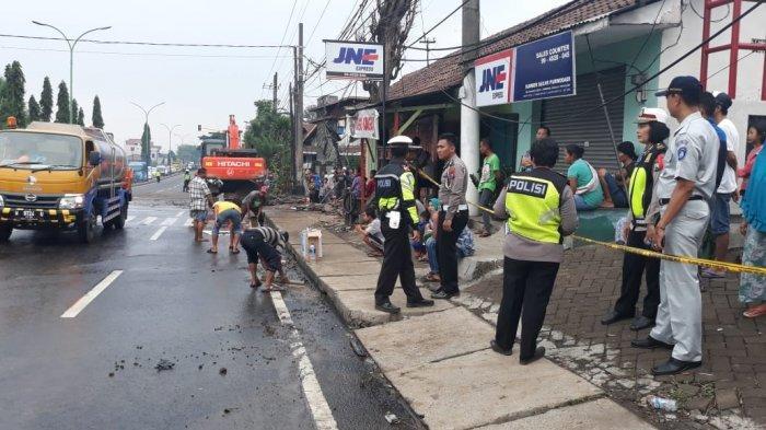 Lokasi Kecelakaan Beruntun di Jalan Umum Jurusan Malang-Surabaya, di Ds. Sentul Kec. Purwodadi Kab. Pasuruan.