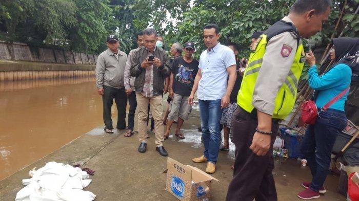 Pencari Botol Kaget Lihat Jasad Bayi di Pinggir Kali Ciliwung: Berdarah, Tali Pusar Masih Menempel