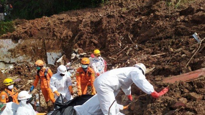 Abraham Sihombing (8) ditemukan meninggal dunia setelah tertimbun longsor selama 10 hari di Perumahan Pondok Daud, Kampung Bojongkondang, RT 3/10, Desa Cihanjuang, Kecamatan Cimanggung, Kabupaten Sumedang, Senin (18/1/2021).