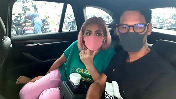 Jessica Iskandar dengan rambut baru pink
