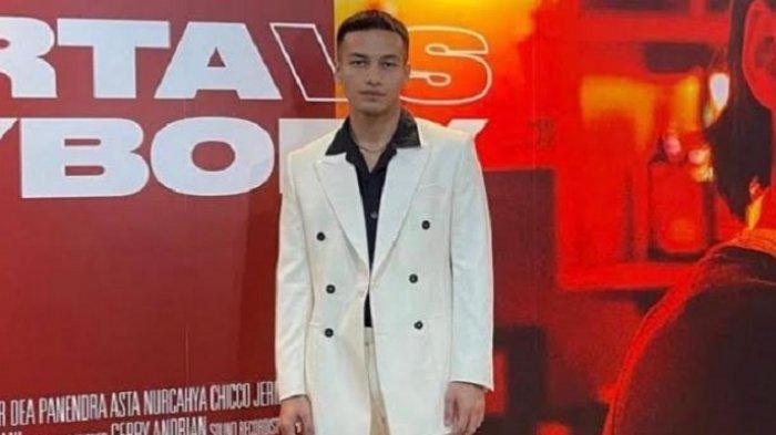 Jefri Nichol Puji Setelan Jas dari Stevano Brill untuk Gala Premiere Jakarta vs Everybody
