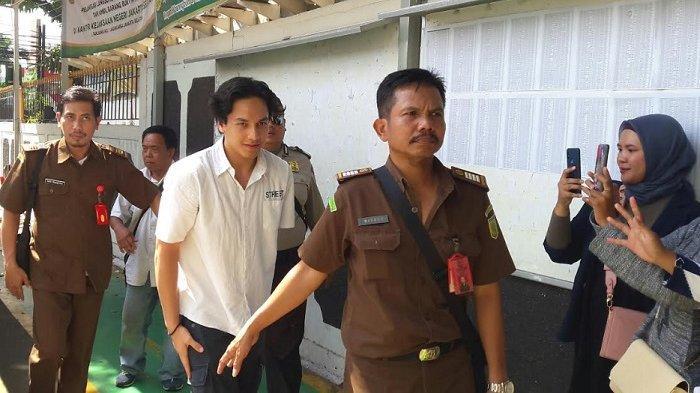 Jaksa Tuntut Jefri Nichol 10 Bulan Penjara, Tapi Dibolehkan Jalani Rehab di RSKO