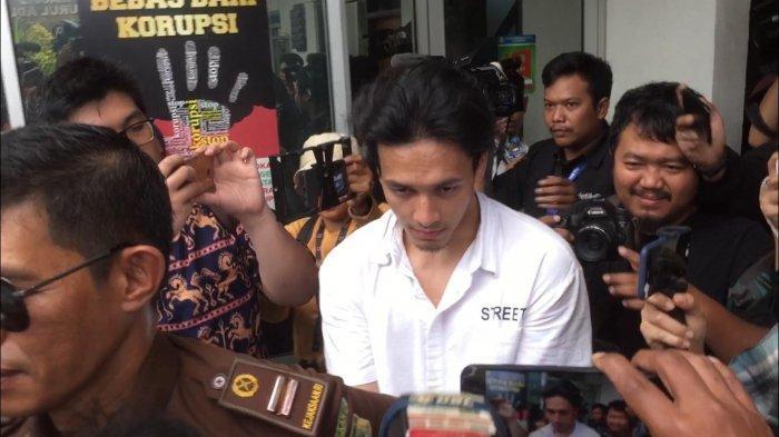 Jefri Nichol tiba di Pengadilan Negeri Jakara Selatan, Senin (9/9/2019).
