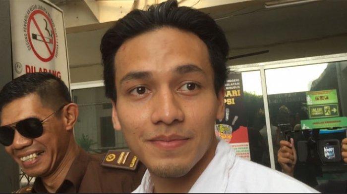 Jefri Nichol saat tiba di Pengadilan Negeri Jakarta Selatan, Rabu (18/9/2019).
