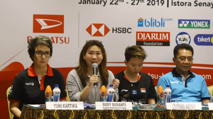 Kabid Binpres PP PBSI Susy Susanti, Liliyana Natsir, dan Ketua Panpel Achmad Budihato(kiri ke kanan) saat jumpa pers jelang turnamen Daihatsi Indonesia Masters 2019, di Jakarta, Senin (21/1/2019). Turnamen bulu tangkis Daihatsu Indonesia Masters 2019 akan dihelat pada 22-27 Januari 2019 di Istora Senayan, Jakarta Ajang yang memperebutkan total hadiah sebesar USD 350.000 itu akan diikuti pebulu tangkis dunia. TRIBUNNEWS/HERUDIN