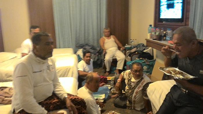 Jemaah Calon Haji Indonesia Pilih Tidur Berdesakan Bareng Rombongan