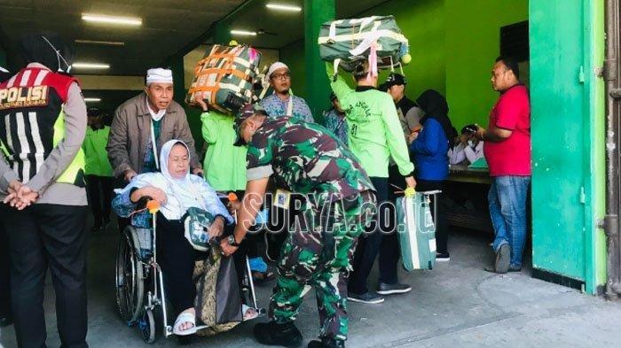 448 Jemaah Haji Debarkasi Surabaya Tiba di Tanah Air