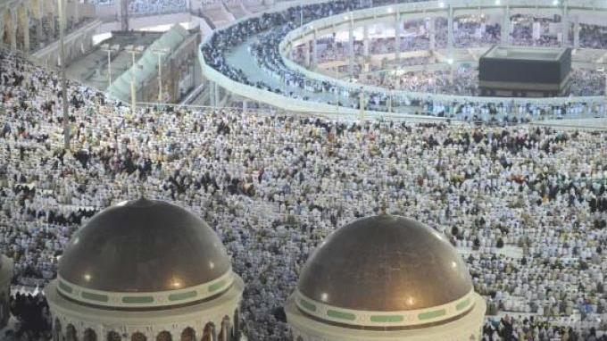 Selama 24 Jam Non Stop, Masjidil Haram Dibersihkan oleh 2.700 Pekerja, Intip Prosesnya