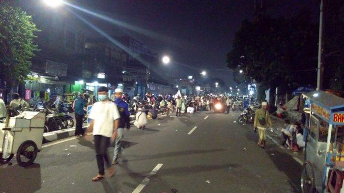Jemaah Maulid Nabi Muhammad SAW di Petamburan Mulai pulang sekira pukul 23:00 WIB, Sabtu (14/11/2020).