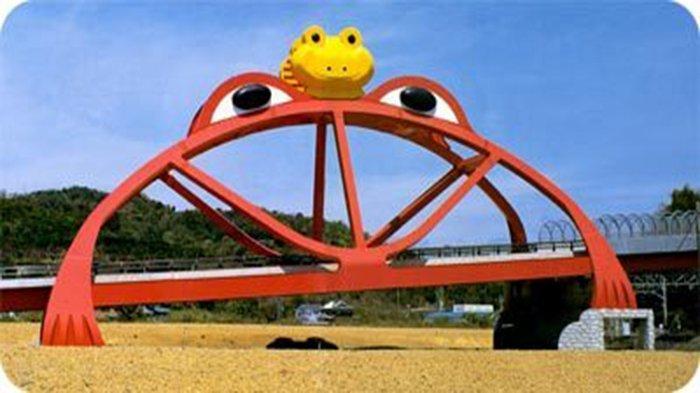 Jembatan Katak di Inami Wakayama Jepang.