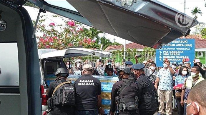 Tiba di Manokwari, Jenazah Anggota DPR Jimmy Demianus Ijie Langsung Dibawa ke Kampung Arowi