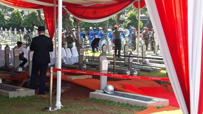Jenazah Presiden ke-3 RI, Bacharuddin Jusuf Habibie akan dimakamkan di Taman Makam Pahlawan (TMP) Kalibata, Jakarta Selatan pada Kamis (12/9/2019) siang ini.