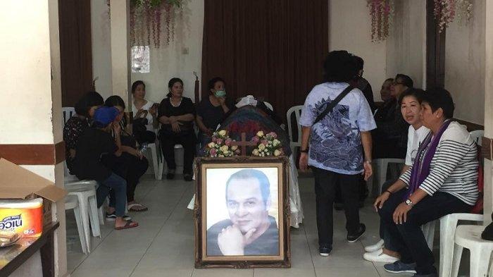 Jenazah Robby Saputra disemayamkan di rumah duka Rumah Sakit Universitas Kristen Indonesia (UKI), Cawang, Jakarta Timur, Kamis (13/6/2019).